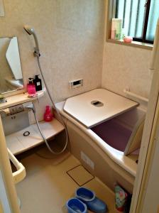 Il colore viola dell'acqua è dato dai sali da bagno!
